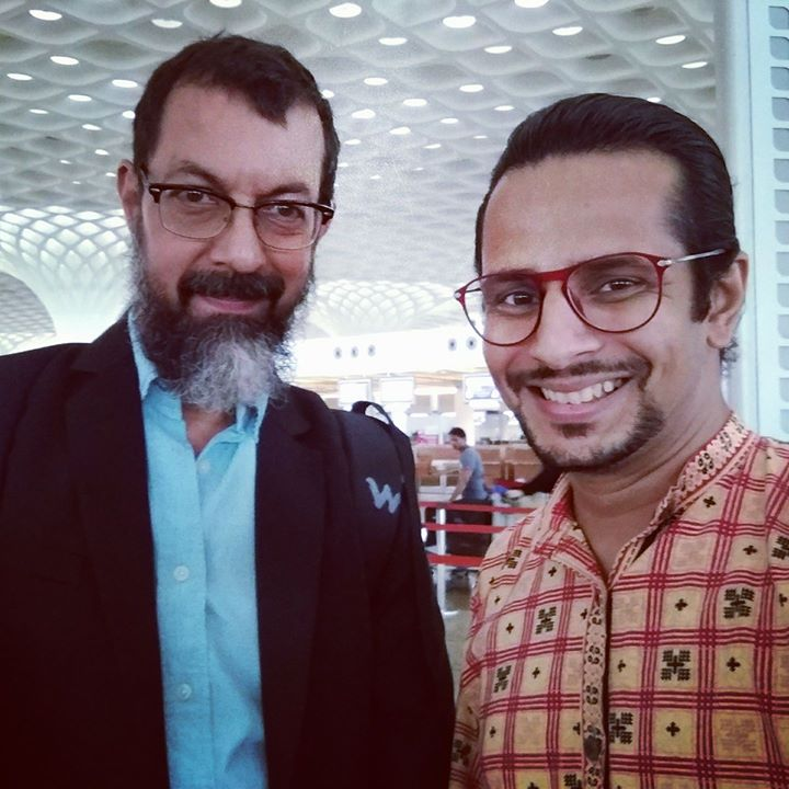 Missed my flight but got lucky to meet a longtime inspiration of mine, Rajat Kapoor! 😍 The actor, the filmmaker, the thespian! What a wise sage with utmost humility, grace and charisma! From the villainous uncle in 'Monsoon Wedding' to the funny protagonist in 'Phas Gaye Re Obama', I've had nothing but absolute admiration!!! 🤓  #RajatKapoor #mumbai #airport #fan #celeb #film #movie #bollywood #theatre #celebrity #fangirling #love #fanboy #lucky #selfie #actor #filmmaker #writer #director #hindi #gujarati #cinema #celebrities #beard #actors #actorslife #awe #rolemodel #inspiration #motivation