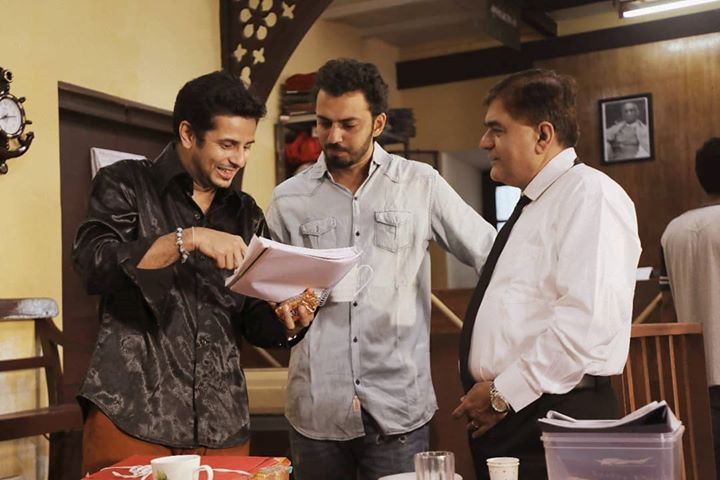 A behind-the-scenes moment from the shoot of my next film Order Order Out of Order 🎬Discussing the script with the dangerously hilarious co-star Shekhar Shukla (શેખર શુક્લા) while director Dhwani Gautam catches a breath 😁 🔹 @dhwanigautam @orderorderthefilm @shyam997 @prashant.gohel.5582 @yagneshofficial @rajatbhatia.83 @ishitpathak1212 @blowhornmedia @nyasaproductionstudio @sparkfilmsandcompany #OrderOrderOutOfOrder #SparkFilms #OjasRawal #DhwaniGautam #ShekharShukla #Ojas #OrderOrder #O5 #gujarati #film #behindthescenes #memory #shootlife #shoot #filmshoot #shooting #movie #actors #director #shootmode #waybackwednesday #wbw #wednesday #actor #gujaratimovie #script #funtimes #gujaratifilm #comingsoon #staytuned