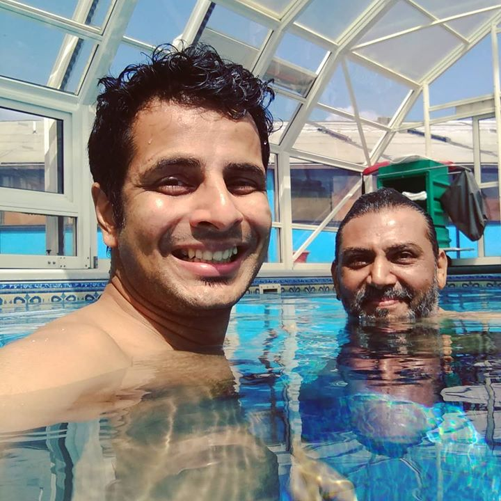 Pool time 🏊with the super-amazing Nisarg Trivedi! Throwback to fun times during