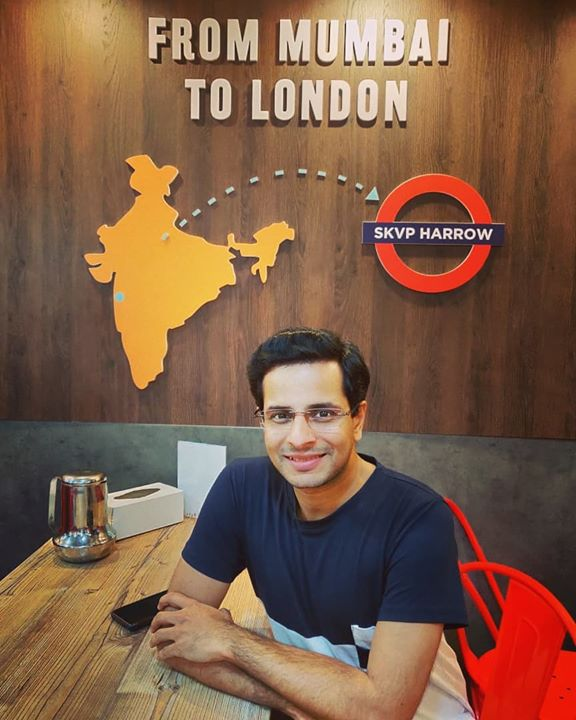 Mumbai 💠 London . #uk #london #leicester #england #greatbritain #2019 #uktrip #uktour #british #unitedkingdom #ukdiaries #londondiaries #traveldiaries #travel #trip #tour #english #ojas #OjasRawal #photooftheday #september #mumbai #restaurant #vadapav #gujju #gujarati #gujrati #londonlife #londonfood #happyme