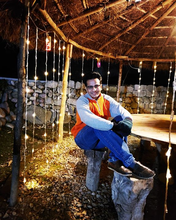 Gazebo mein gajab 😜🧤 at Heritage Village in Palampur, Himachal Pradesh  . #HimachalPradesh #HeritageHotel #filmshoot #hindi #bollywood #OjasRawal #actor #night #lights #gazebo #village #hut #grasshut #heritage #ojas #actorslife #shimla #palampur #bollywoodfilm #bollywoodactor #himachaltourism #shooting #nightlights #jeans #sweater #mittens #brightlights #himachaldiaries #ilovehimachal #shooting . PC: @runwayhacksofficial