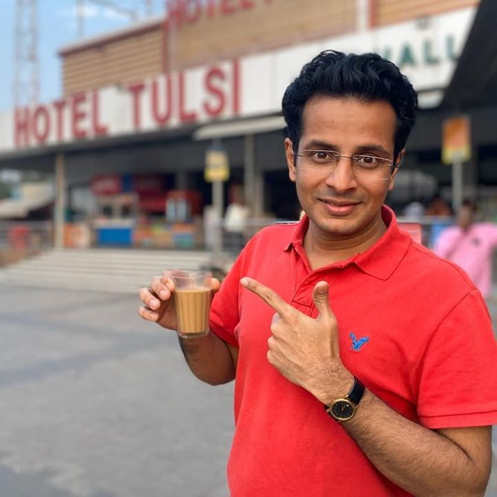 The BEST chai I've ever had! #tealover🥃Bagodara crossroads on the way to Rajkot for tonight's show! 😎 . #tea #break #chai #rajkot #travel #ontheroad #OjasRawal #actor #smile #bagodara #gujarat #gujju #chaitea #teatime #teabreak #yum #best #takingabreak #ahmedabad #india #indian #highway #gujrat #gujarati #ojas #comedian #traveldiaries #traveling #travellife
