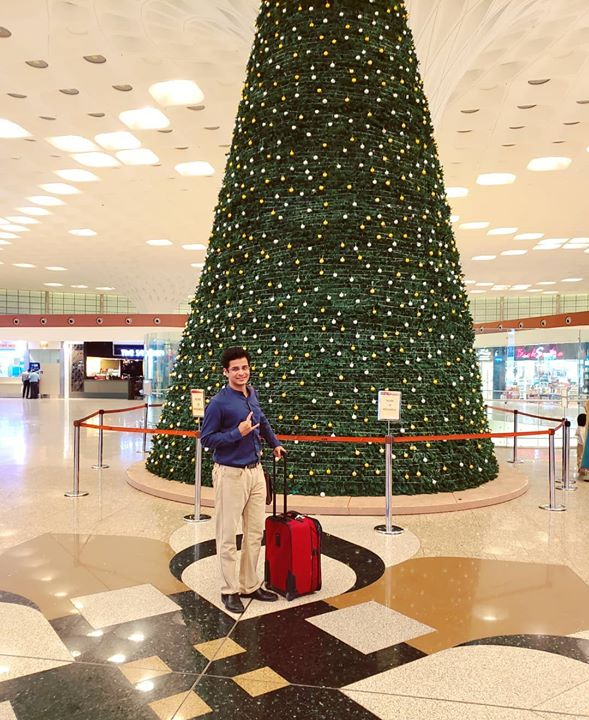 Ojas Rawal,  Dubai, show, uae, unitedarabemirates, mumbai, airport, bonvoyage, travellife, OjasRawal, actor, comedian, dubaievents, dubaidiaries, dubaitag, dubaievents, mydubai, dubaitravel, christmas, tree, decoration, christmastree, christmastreedecorating, mumbaiairport, flight, tcf, thecomedyfactory, ojas, comiclife, happyme, excited