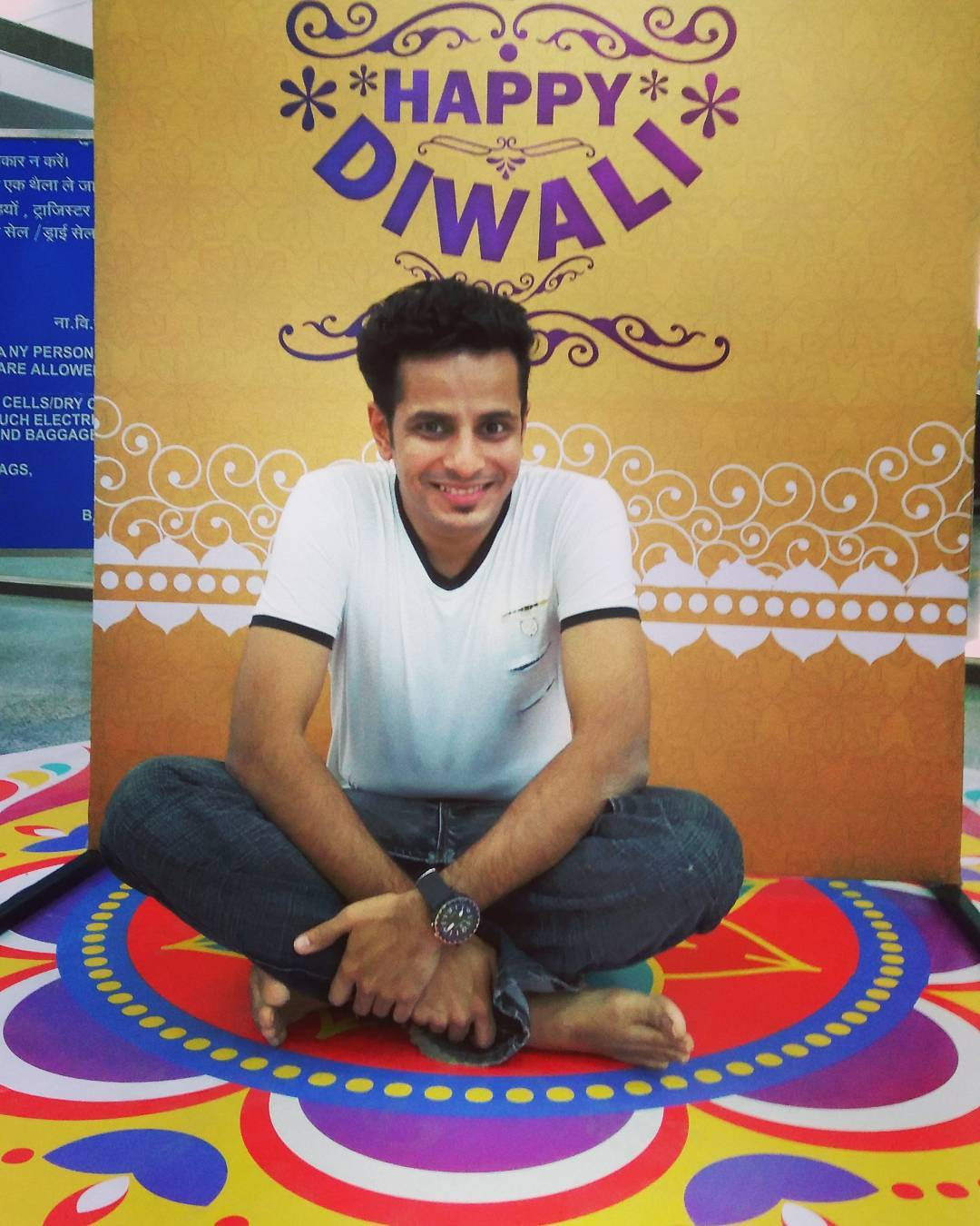 Wishing you all Love, Light & Laughter! Happy Diwali 🎆, Happy Halloween 🎃 & Happy New Year 🎉, ya'll!  #diwali #festival #gujarat #india #mumbai #ahmedabad #rangoli #newyear #gujarati #halloween #celebrate #excited #awesome #festivaloflights #life #happy #actorslife #desi #comiclife #art #artist #fun #culture #indian #gujju #2016 #colour #design #travel #usf