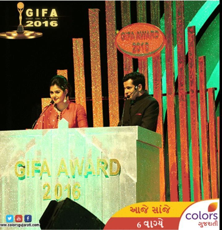 On air RIGHT NOW! 📺 Hosting GIFA 2016 with the gorgeous Monal Gajjar @monal_gajjar 😎 GUJARATI ICONIC FILM AWARDS 🏆 on Colors TV @colorstv @colorsgujaratiofficial !  #emcee #hosting #anchor #gujarati #cinema #awards #films #television #show #onstage #live #ojasrawal #ojas #comedian #comiclife #actorlife #onair #livestream #entertainment #showbiz #lovemyjob #anchoring #film #award #moc #mumbai #ahmedabad #gujju #gujarat #host @hetalthakkar_official @gifaawards2016 @usf__alumni @usfhonors @usouthflorida @arvind_vegda @jitu_bandhaniya