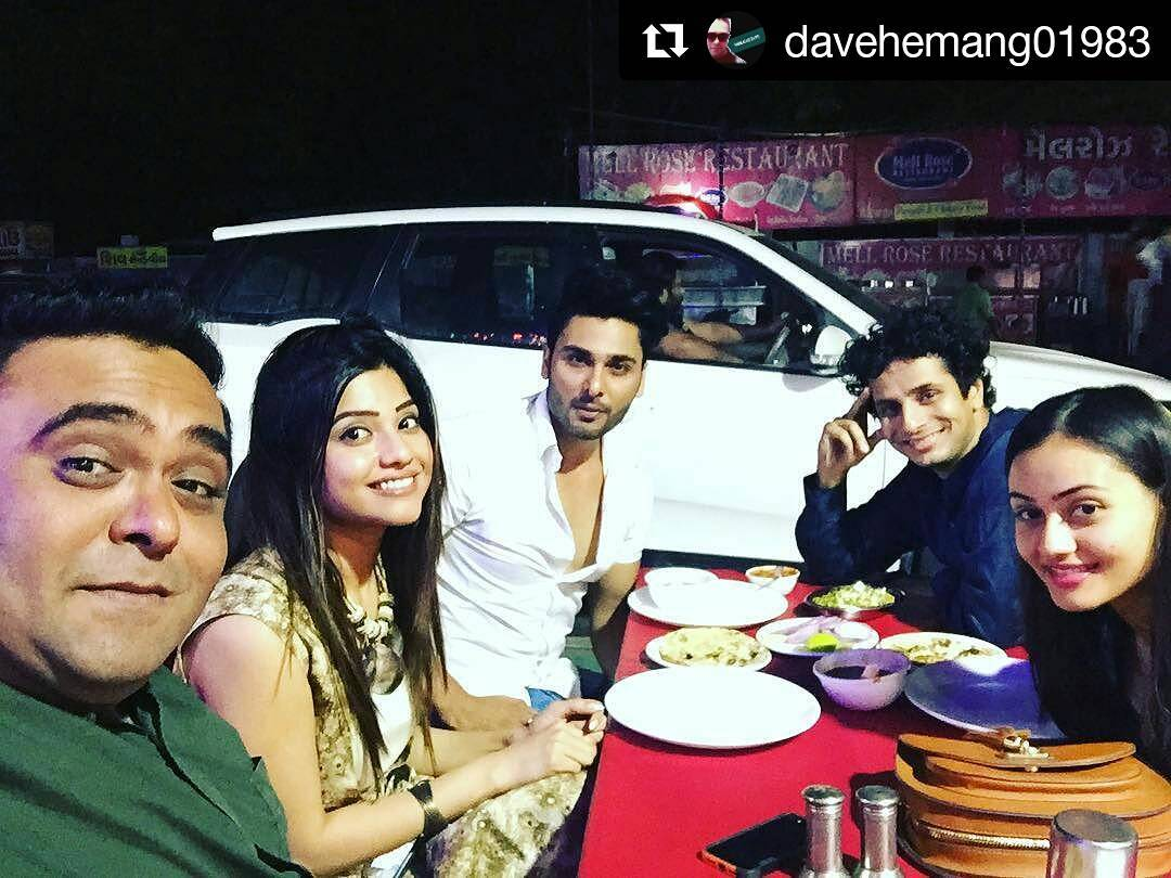 Ojas Rawal,  Repost, instamoments, instagood, friends, friendsforlife, friendsforever, actors, actorslife, premierenight, gujaratifilm, movie, jalsa, fun, chai, lawgarden, ahmedabad, beautiful, costars, buddies, comedy, goodtimes, funtimes, dinner, food, fun, actor, love, life, hemangdave, 😘😘