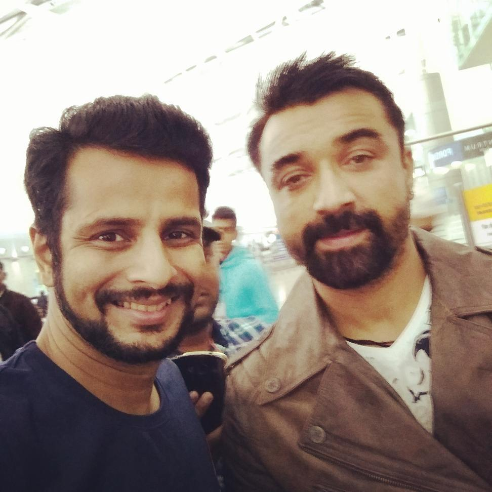 Going home! Always running into fun people .. and mascots at airports! A for Ajaz Khan, Airindia & Ahmedabad 😋  @imajazkhan @airindia__ @bollyfilmstars @instantbollywood @bollywood @bollywood.pics @biggbossinsta @biggboss11_official @bollywoodmumbai @bollywoodstyle  #mumbai #goinghome #airindia #ajazkhan #bigboss #ahmedabad #homecoming #bigboss7 #salmankhan #fearfactor #comedynights #model #actor #producer #movies #films #celebrity #flight #airport #travel #morning #traveldiaries #mascot #tv #india #homecoming #bollywood #bollywoodactor #bollywoodstyle #bhaijaan