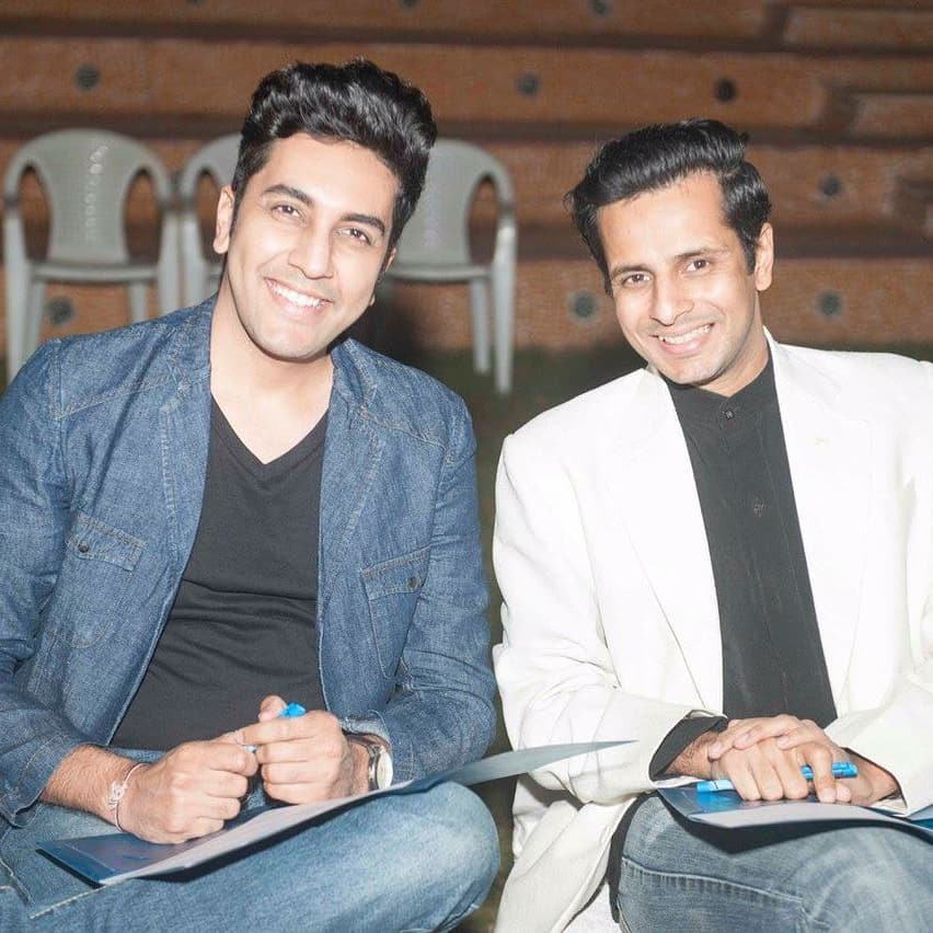 His voice entertains hearts across the world; I sing in the bathroom 🎼 He is a practising doctor; I only treat people injured on the sets👷 We've shared a screen only when I interviewed him; but we love sharing a game of cards! HAPPY BIRTHDAY to the fountain of positivity, art and music, dear Parth Oza @parthoza25 🎂  #ParthOza #HappyBirthday #dearfriend #bestwishes #actor #singer #doctor #music #performer #friends #OjasRawal #artist #gujarati #artiste #song #hbd #happy #birthday #today #pals #actors #love #this #guy #ahmedabad #mumbai #india #usa #awesome #person  @gujjufilms @thefilmyfox @sanoza11 @ahmedabadtimestoi @gujaratimoviesinus @colorsgujaratiofficial @the_gujarati_films @gujaratimovies @chaalogujarat