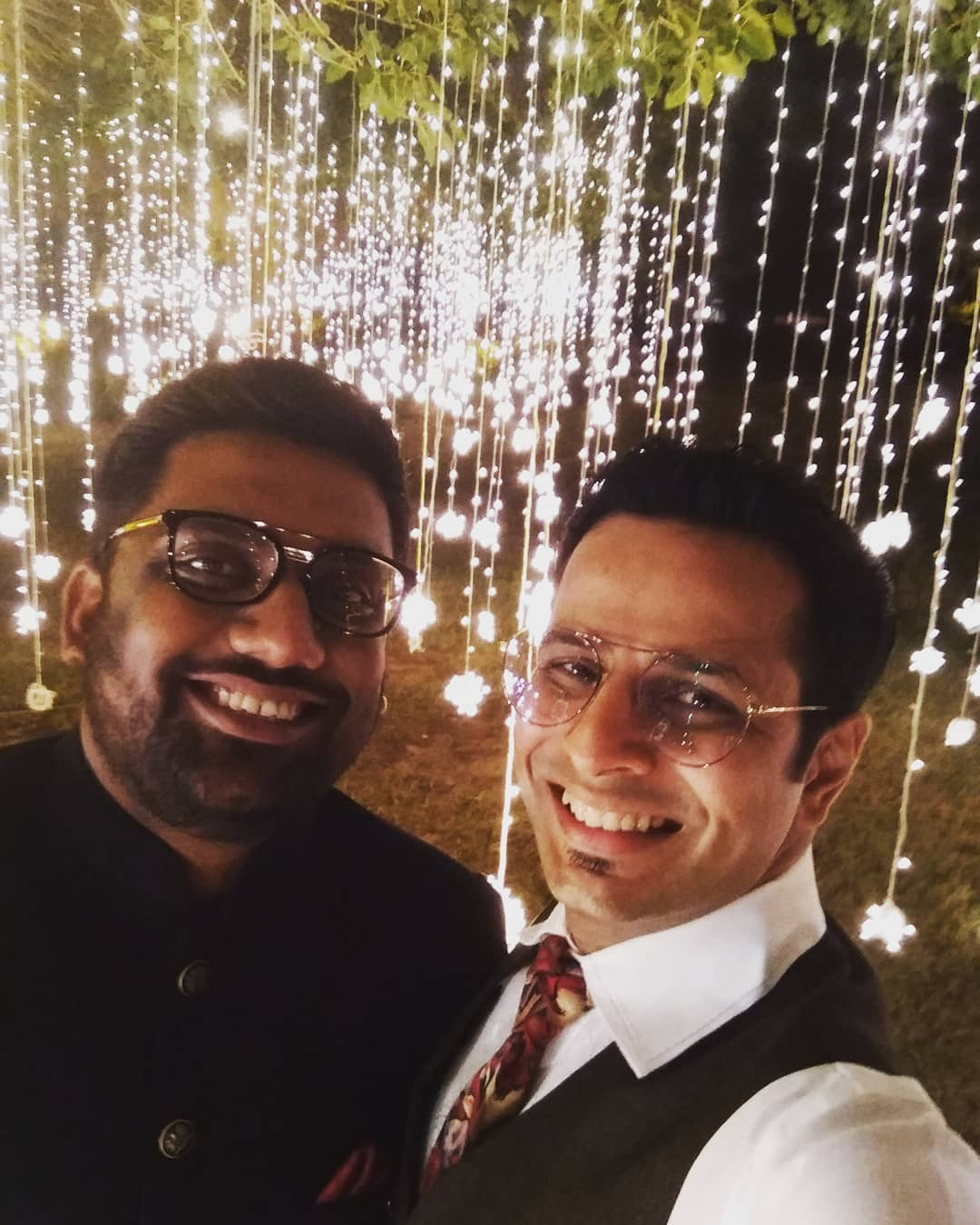 Janmadivas Ni Hardik Shubhkamnao, MANAN DESAI 🎂 HAPPY BIRTHDAY to the person with whom I've performed, entertained, struggled, reveled, smiled, cried, laughed, fought, argued, agreed, ogled, appreciated, loved, hated, chided, criticised, hurt, healed, applauded, cheered, screamed, mimicked, admired, gifted, sang, danced, swam, flew, written, directed, acted, created and dreamt... together. Let's travel, again, to those times and back, for eons to come. 🤗❣️ #manandesai #happy #birthday #dearfriend#ojasrawal #thecomedyfactory #gujju #gujarat #ahmedabad #vadodara #surat #baroda #mumbai #standup #standupcomedy #jatitehje #ashudhgujarati #funny #buddy #lovethisguy #comiclife #comedians #standupcomedians #happybirthday #pal #memories #thisguy #love #goodtimes #always @thecomedyfactoryindia @instafunny_manan