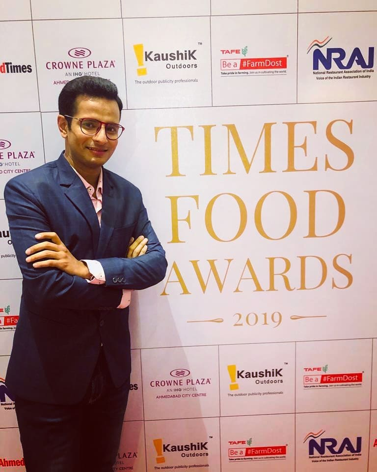 Thank you, Times of India, for inviting me to present awards at the TIMES FOOD AWARDS 2019 🌟 and become a part of a delightful star-studded evening of true food connoisseurs! 😀 . 📸: @dhwanigautam 🙏: @ahmedabadtimestoi @shrutijambhekar @deecee_20 @toifood @timesofindia @crowneplaza @crowneplazaahmedabad  #TimesOfIndia #FoodAwards #ceremony #guest #awards #food #connoisseur #event #ThankYou #ToI #india #gujarat #ahmedabad #media #press #celebrityguest #awardsnight #awardsshow #funevening #OjasRawal #ojas #fun #smile #happyme #actor #comedian #events #congratulations #winners #awardshow