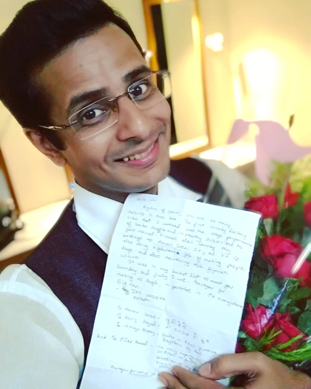 Ojas Rawal,  fanmail, letters, love, fans, OjasRawal, actor, comedian, happyme, selfie, roses, flowers, smile, letter, gujarati, show, gujju, fanmoment, gifts, blessed, loveit, ojas, awesome, sohappy, mademyday, yay, me, aww, fanlove, thankyou, thanks