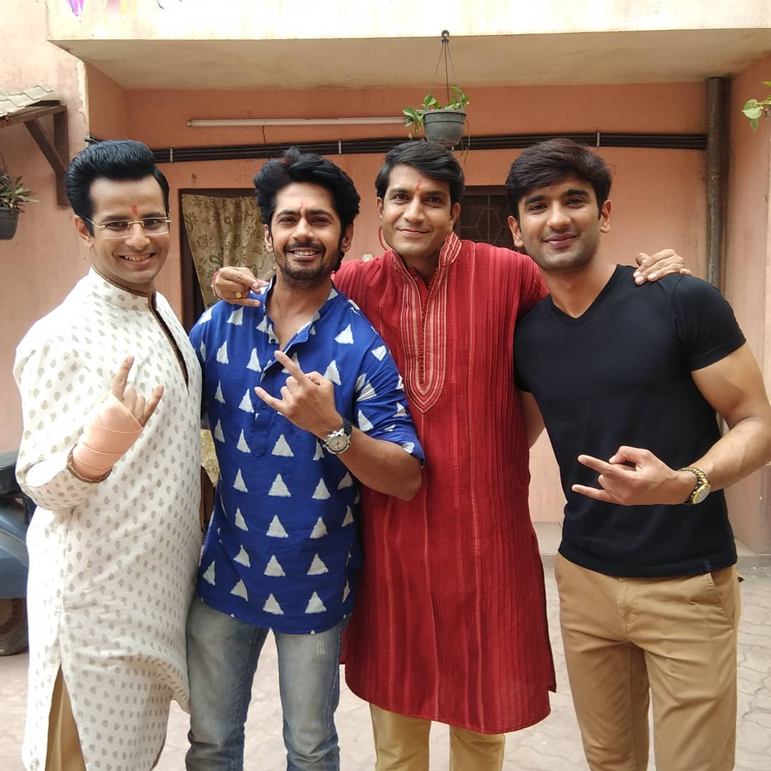 Ojas Rawal,  LadiesSpecial, Sony, Tv, series, actors, shoot, bts, men, friends, LadiesSpecialOnSony, OptimystixMedia, optimystix, sonytv, behindthescenes, buddies, ojasrawal, ojas, actor, comedian, shootlife, shooting, awesomefoursome, fantasticfour, four, shootdiaries, onset, onlocation, indiantv, india, mumbai