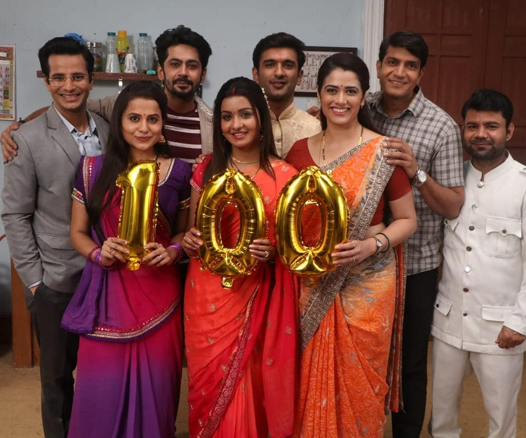 100 EPISODES of Success, Joy and Pride! Heartiest Thanks to all who gave their love to all of us 🤗 Congratulations to the Cast, Crew and Team of LADIES SPECIAL on this special Jubilee ! 🤘 . #LadiesSpecial #100 #century #jubilee #congratulations #ToUs #thankyou #hundred #episodes #onair #television #sony #tv #actor #OjasRawal #ojas #groupphoto #LadiesSpecialOnSony #mumbai #love #blessed #victory #winners #smiles #thanks #sonytv #actors #shooting #happyme #yay @optimystixmedia @sonytvofficial @vipuldshahofficial @raksjuneja @hemantkevani @nehalsata @middaygujarati @ahmedabadtimestoi @tvasiausa @sonylivindia
