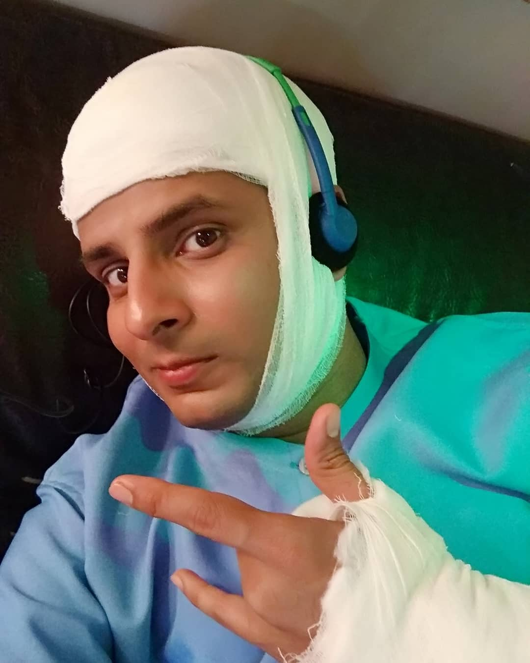 Ojas Rawal,  LadiesSpecial, ShootDiaries, OjasRawal, actor, surgery, scene, swag, selfie, sonytv, hindi, serial, selfietime, medlife, doctor, dr, amardesai, actorslife, mumbai, india, ojas, sony, shooting, yo, swagger, bandage, plaster, patient, beatup, behindthescenes, actorlife
