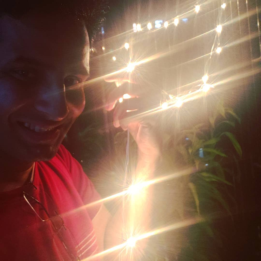 Ojas Rawal,  mumbai, home, decoration, diwali, time, festival, mood, smile, night, lightdecor, happy, deepavali, happydiwali, diwalidecorations, diwalidecor, diwali2019, nightselfie, smiling, brightlights, 2019, selfie, OjasRawal, ojas, actor, rays, lit, bright, shining, festive, happyme