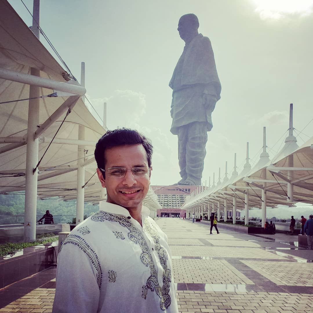 Happy Unity Day, India 🇮🇳 Throwback to the breathtaking #StatueOfUnity trip! #RashtriyaEktaDiwas . #India #unity #day #SardarVallabhbhaiPatel #ironman #gujarat #sardar #patel #patidar #gujarati #gujju #traveldiaries #throwback #thursday #tbt #narendramodi #modi #indian #nationalunityday #OjasRawal #actor #ojas #statue #gujaratdiaries #indianoutfit #kurta #jaihind #iloveindia