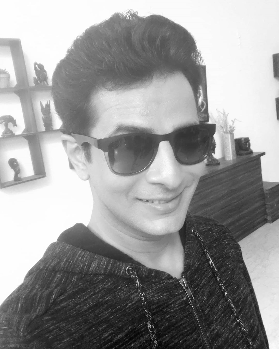 Smile 😀 even in monochrome 😎 . #blackandwhite #smile #always #monochrome #OjasRawal #actor #selfie #throwback #memory #blackandwhitephotography #bnw #bnwphotography #bnwmood #blacknwhitephotography #blackandwhiteselfie #bnwportrait #ojas #mumbai #gujarat #gujju #gujarati #haterblockers #goggles #shades #smiling #happyme #selfietime #selfies #selfienation #selfielove