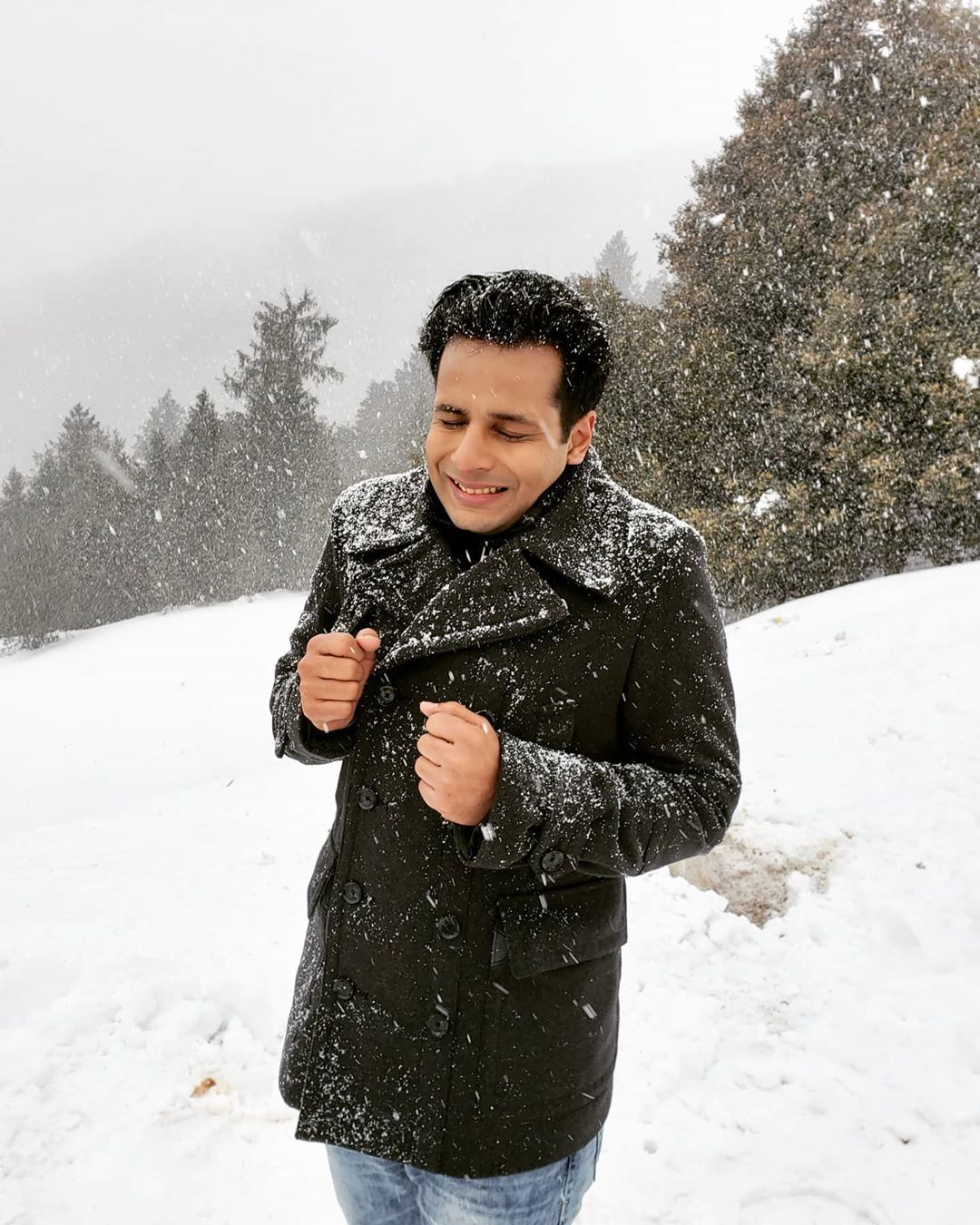 Ojas Rawal,  memories, throwback, snow, filmshoot, MissMasalaDosa, OjasRawal, actor, winter, nature, mountains, ski, auli, uttarakhand, india, beautiful, beautifuldestinations, skiing, mountain, landscape, ojas, bollywood, filmactor, freezing, cold, snowday, ilovesnow, naturelovers, outdoors, trees, view