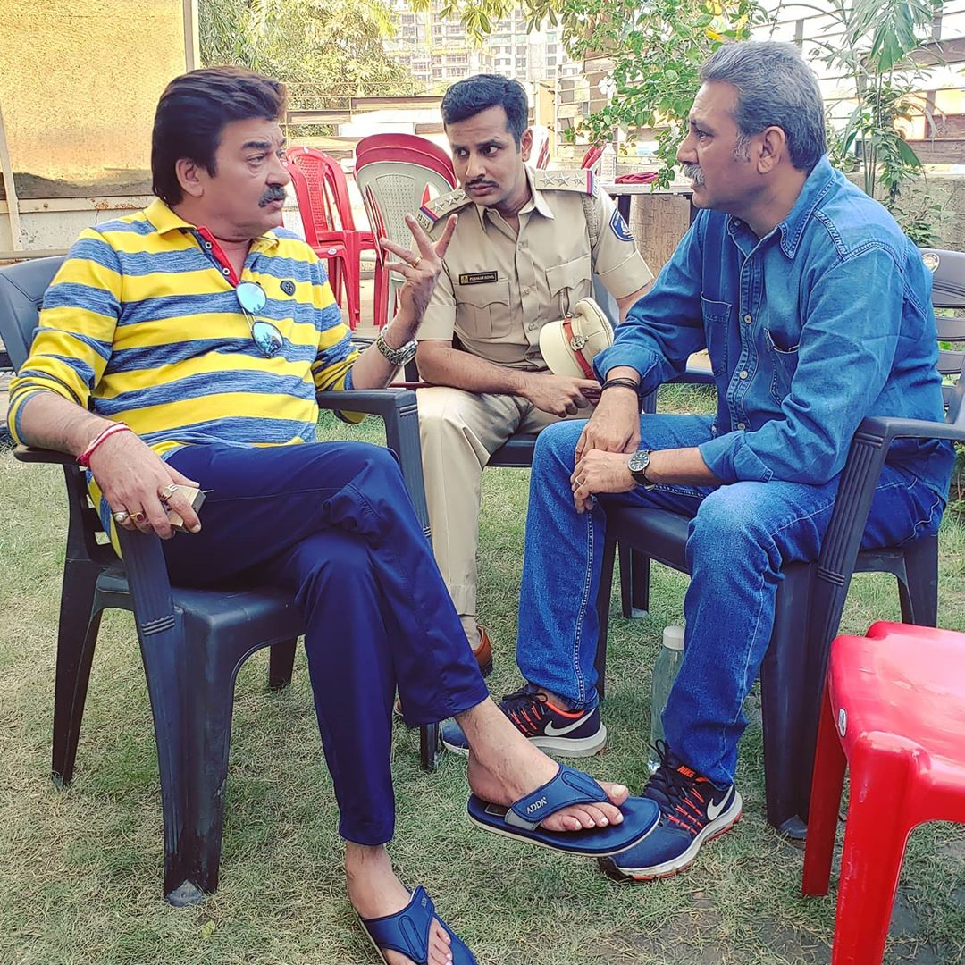 Discussing cinema with Dharmesh Vyas and Nisarg Trivedi 🙂 on sets of the film