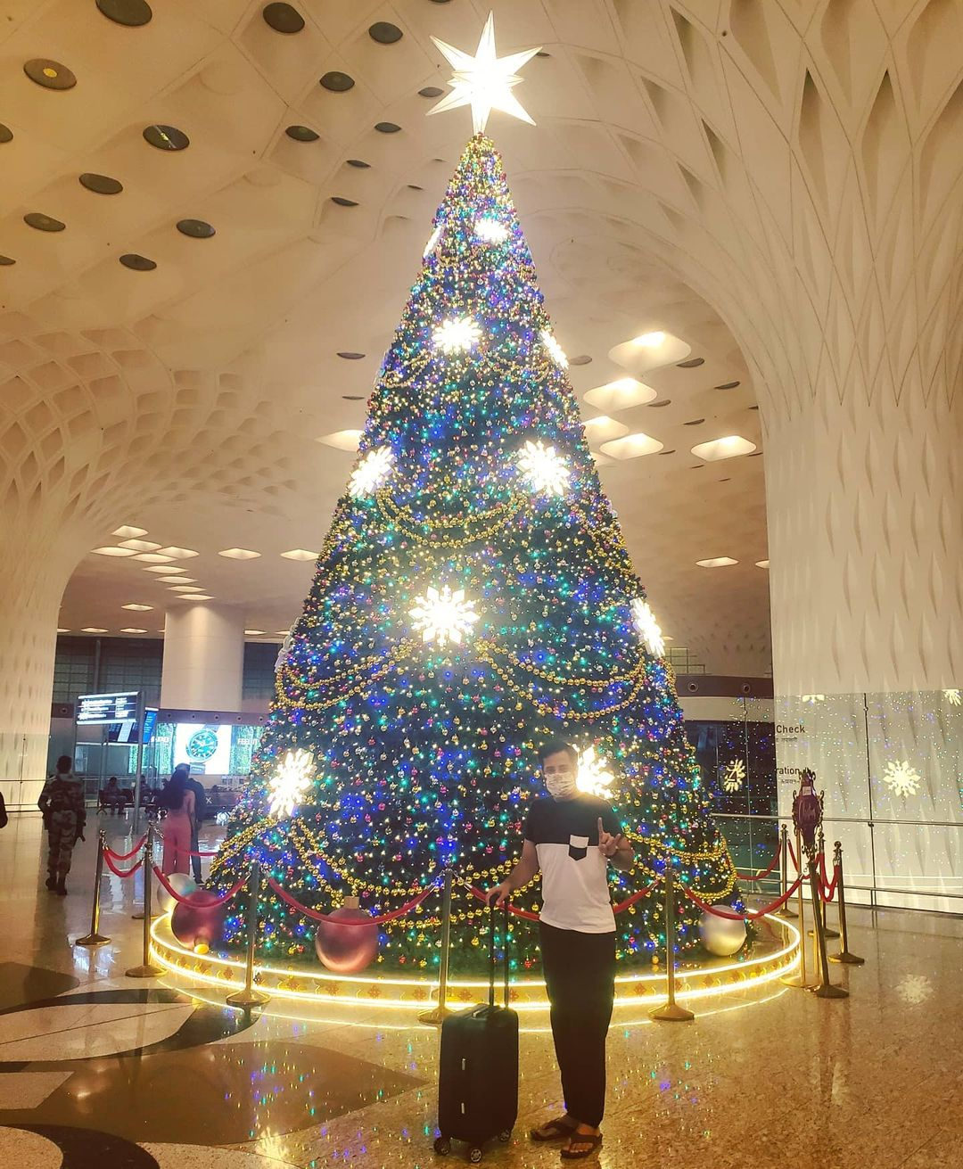 Ojas Rawal,  Mumbai, airport, christmas, tree, decoration, celebrating, festival, actor, OjasRawal, christmas2020, christmasdecor, christmastree, christmasdecorations, christmastime, christmaslights, christmasmood, christmaseve, christmasspirit, xmas, xmastree, xmas2020, christmasvibes, mumbaiairport, csia, merrychristmas, merryxmas, christmasday, christmasseason, globetrotter, traveler