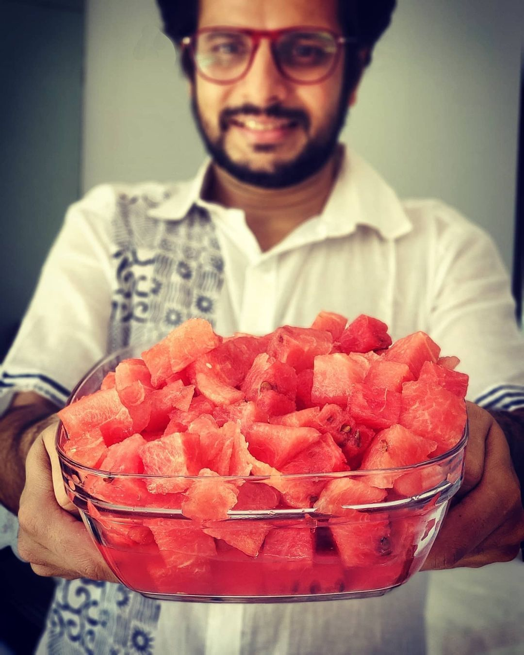 Today, one year ago 🍉 And we're EXACTLY where we were: locked-down at home in a locked-down town 😅 #stayhome #staysafe #mumbai . #watermelon #healthyeating #ilovefruits #actor #OjasRawal #fruit #food #yummy #healthy #fruits #nutrition #fitness #diet #foodlover #fruitlover #healthylifestyle #juicy #watermelons #health #fruitlovers #fresh #yum #eat #goodfood #tasty #fruitlove #staysafestayhome
