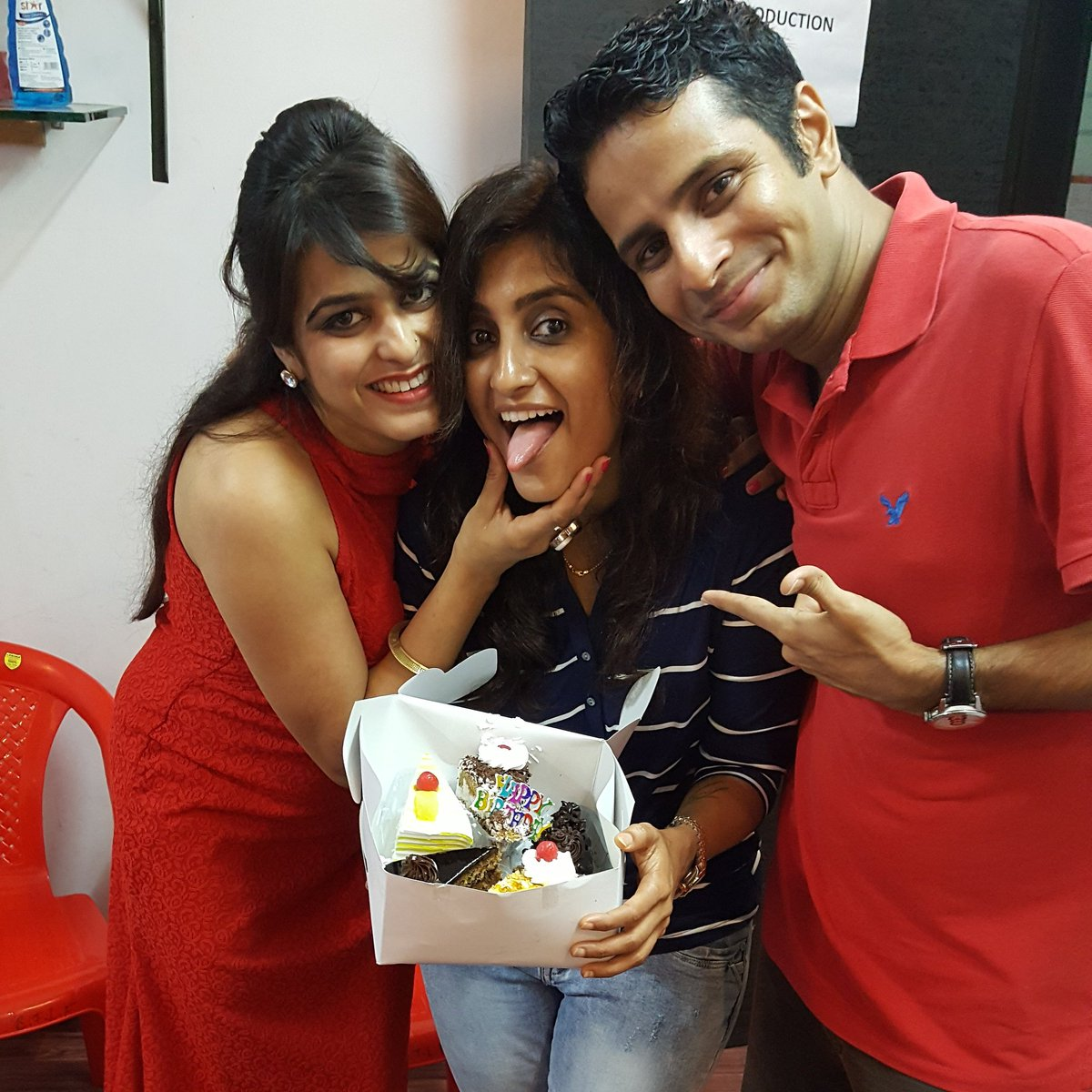 RT @shilpashinner: birthday time with @iamPreeto and @RawalOjas https://t.co/eucXfBq5ZR