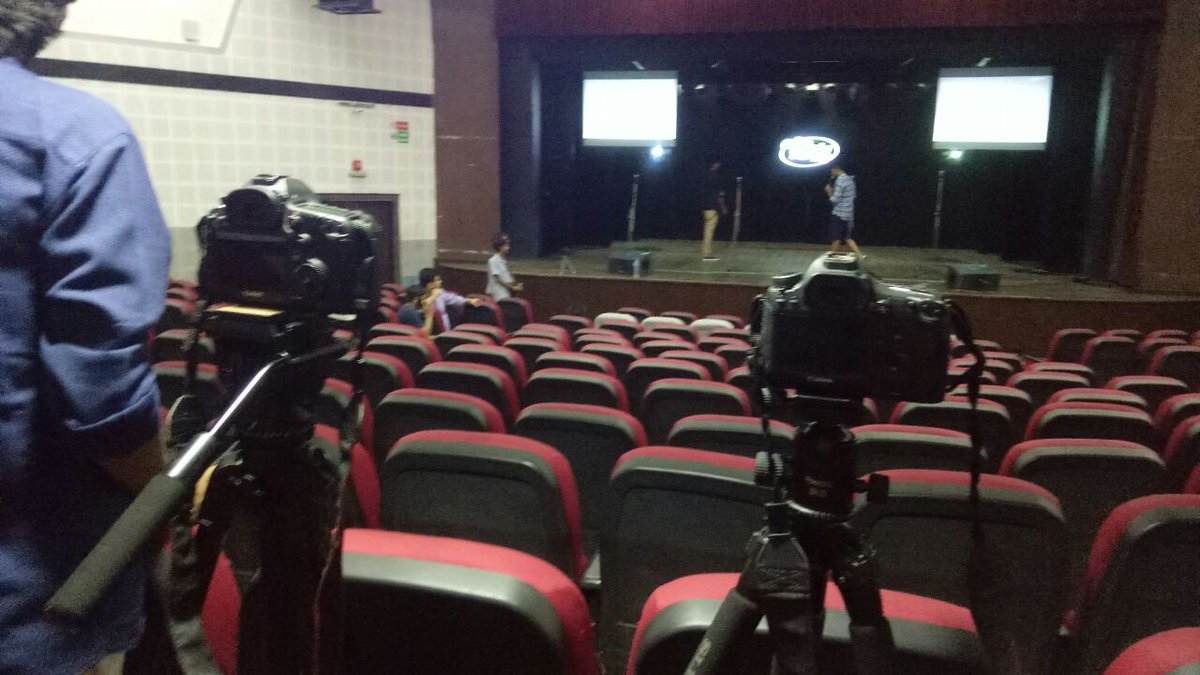 RT @ComedyFactoryIn: Setup is done !  #GujaratiNightOut https://t.co/bVk1UQTcsm
