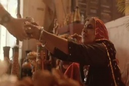 WHAT AN AD! Emotion captured and communicated ever so beautifully! #GoLocal this #Diwali ✨ Restored my faith in commercials! DON'T FORGET TO WATCH THE FULL VERSION. Take a bow for this cinematic gem, @HP @HPIndia 👏 #Diwali2018 #HappyDiwali #India #Rajasthan #Love #Ad https://t.co/51xTnYtLPD
