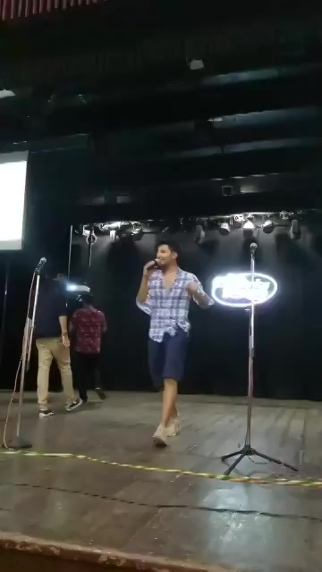 RT @ComedyFactoryIn: Sound check for tonight's night out is done 😛  #GujaratiNightOut https://t.co/0m4ZZkSYc2